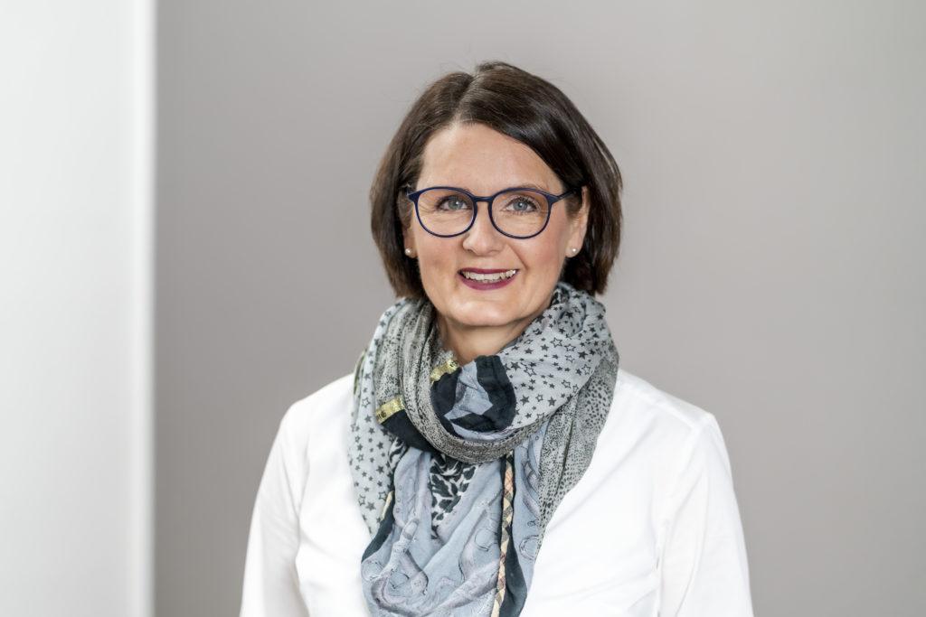 WB210826: Mona Rosenberg, Founder THE CONNECTING DOT – Arian & Rosenberg GbR, Adalbertstr. 36, 80799 München, Germany, m: +49-151-61-07-06-61